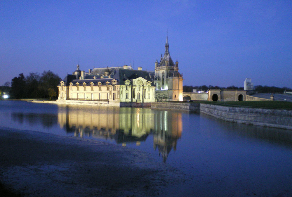 Chantilly Castle by night - France (Chantilly)/ Romain MOREL/CC BY 2.0